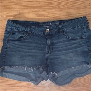 American Eagle women's frayed jean shorts